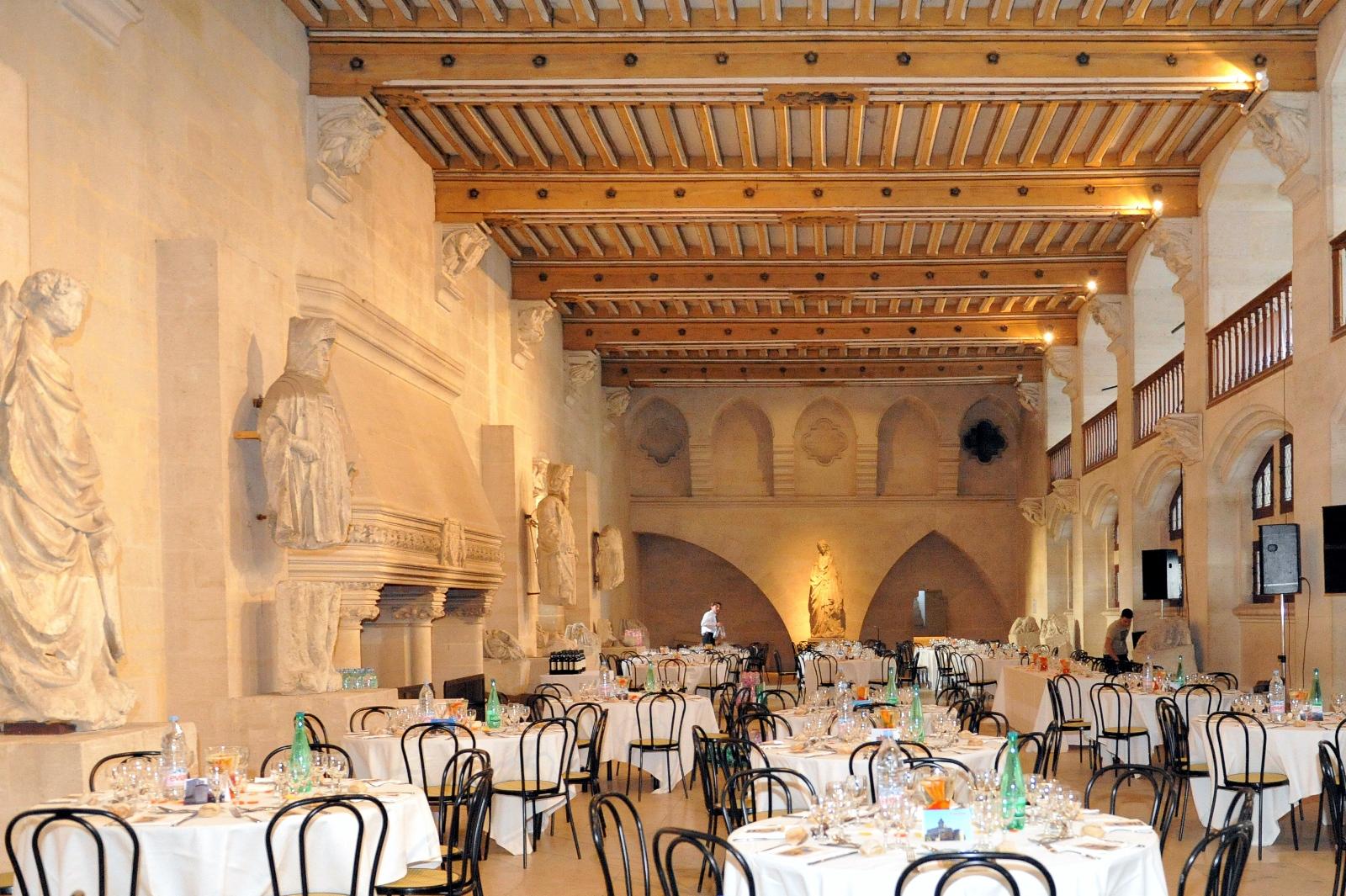 dg le repas et le brunch du lendemain a coucy le chateau - Chateau De Pierrefonds Mariage